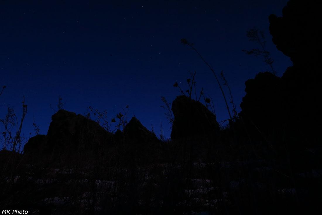 Скалы ночью