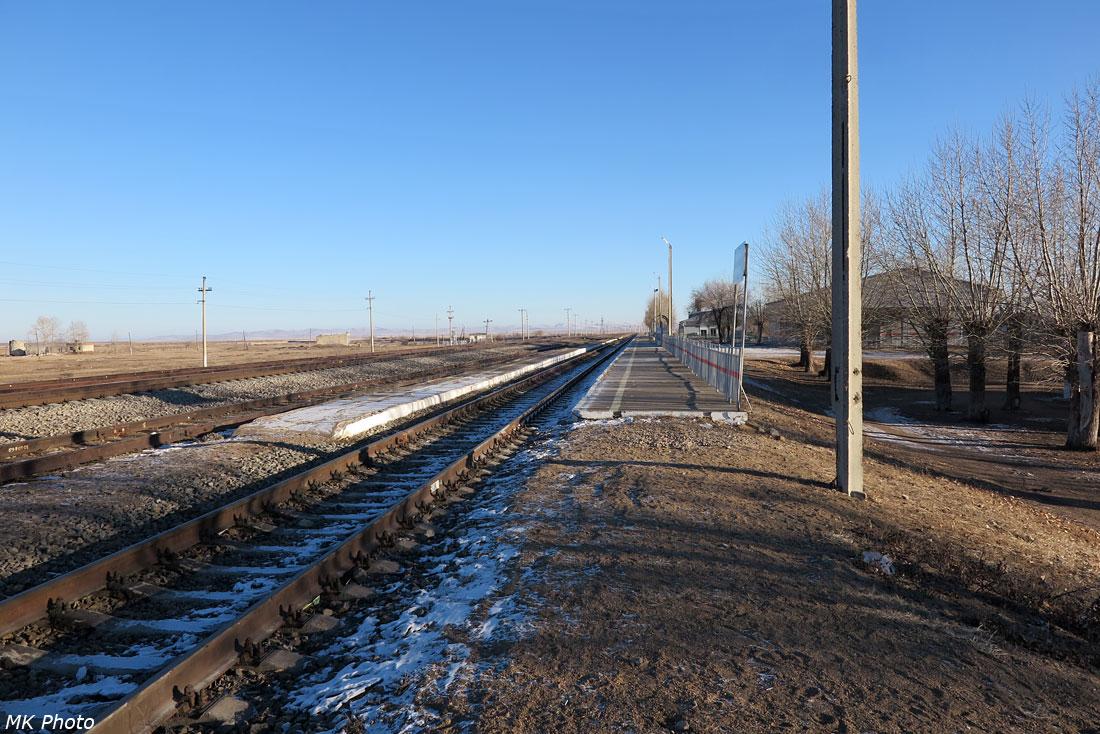 Перрон и пассажирская платформа