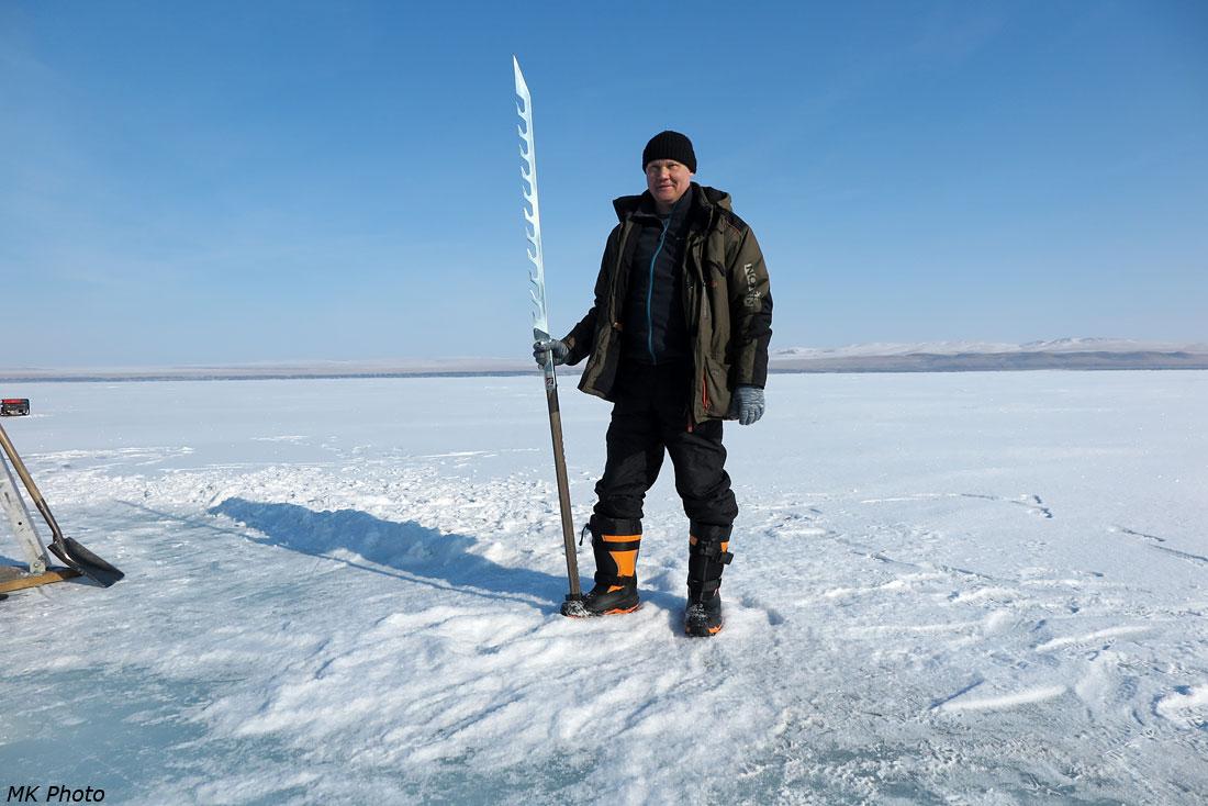 Иван с финской пилой для льда