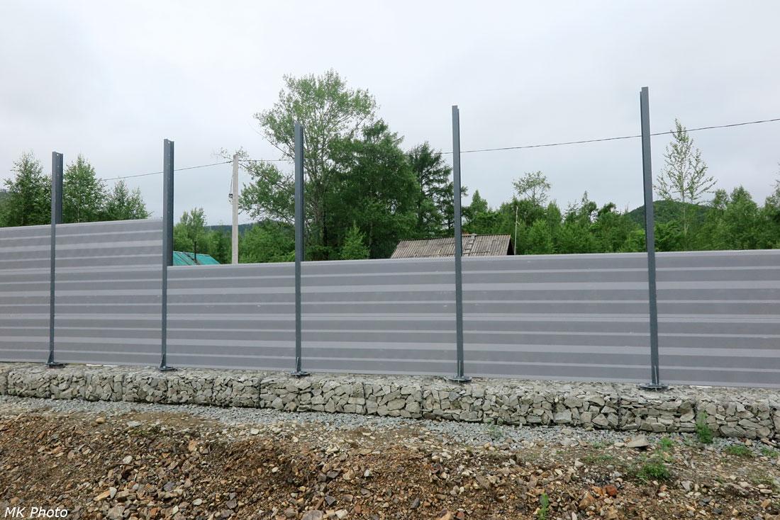 Строительство шумозащитного забора в Кото