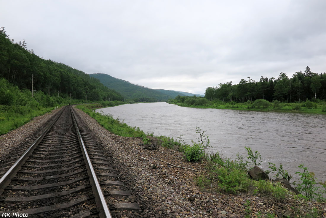 Железная дорога по берегу Тумнина