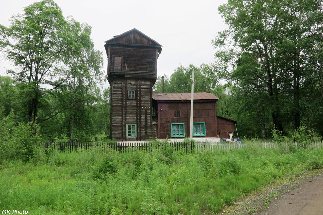 Старая водонапорная башня в посёлке Тулучи