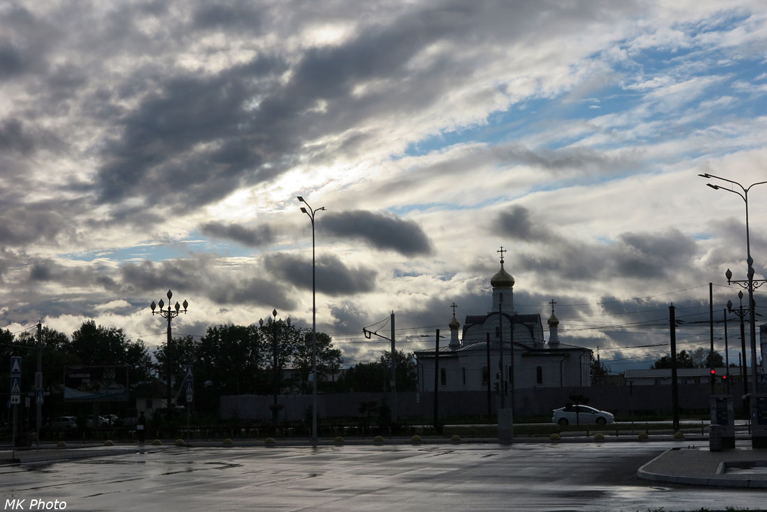 Строящаяся церковь у аэропорта