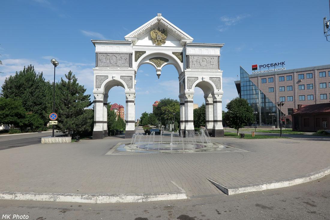 Триумфальная арка в честь 300-летия Астраханской губернии