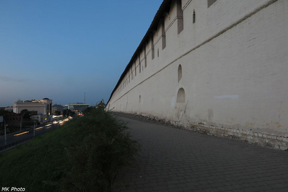 Дорожка вдоль кремлёвской стены