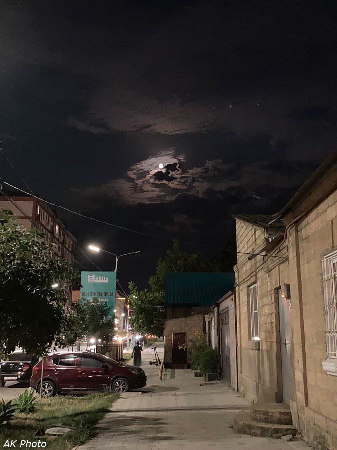Луна над Дербентом